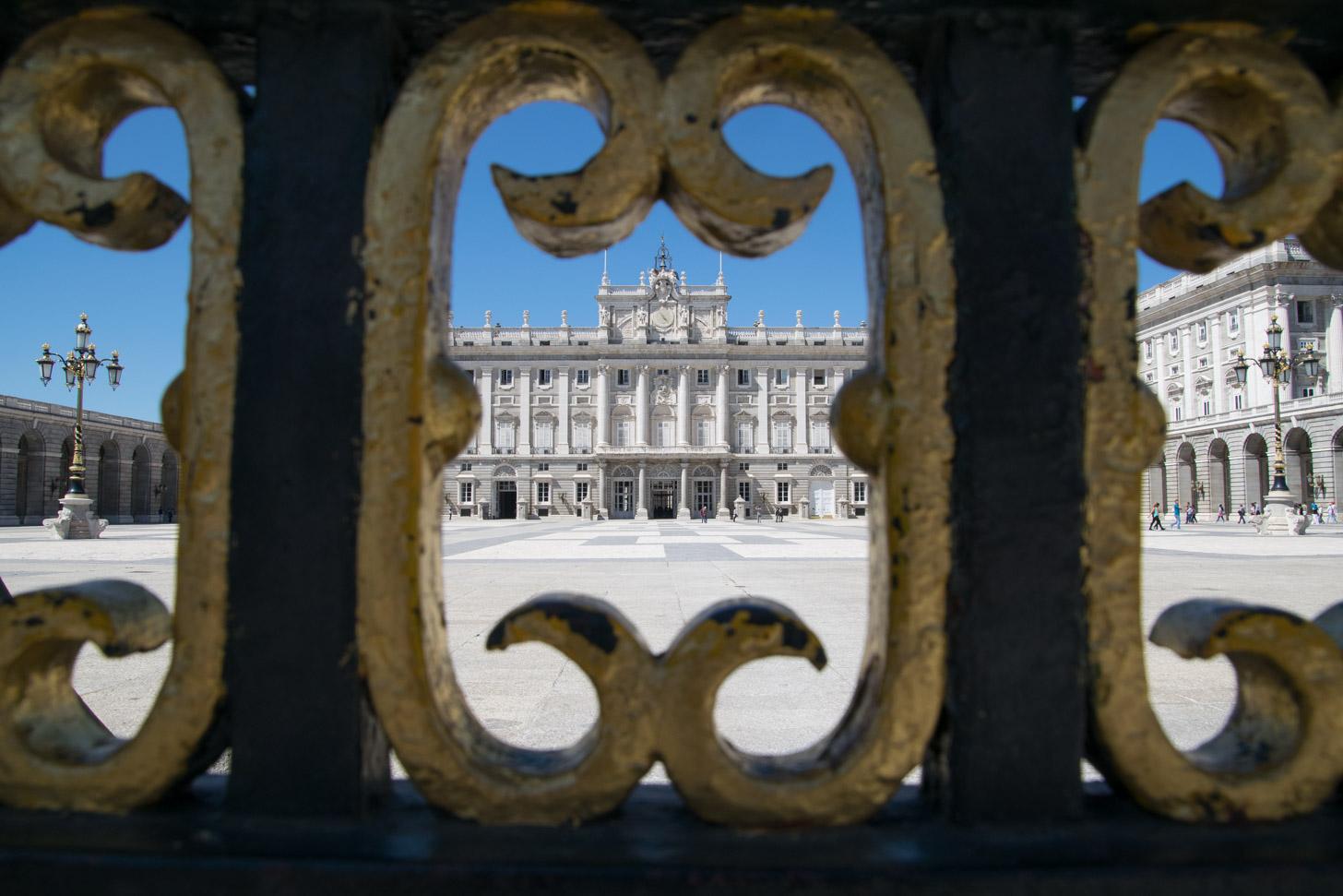 Kijkje op het koninklijk paleis van Madrid