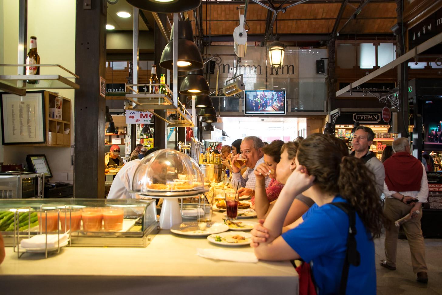 Wie van lekker eten en drinken houdt die moet Mercado de San Miguel bezoeken